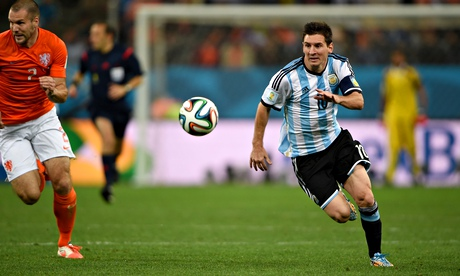Lionel Messi in action, Holland v Argentina, 2014 World Cup