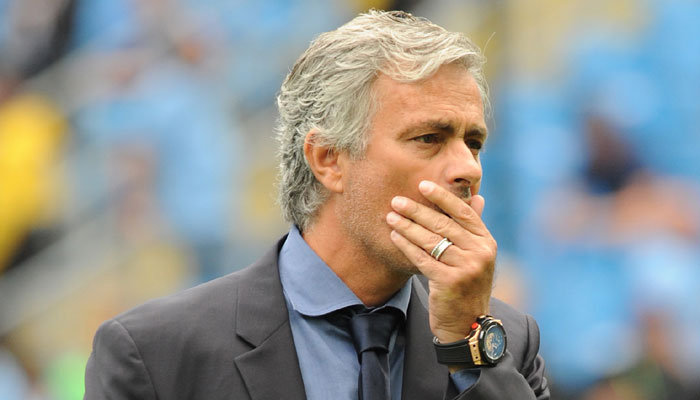 412639-jose-mourinho-covers-mouth